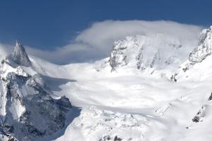 Die Winterreifenpflicht in Deutschland schließt Schneeketten nicht mit ein. Diese kommen vor allem nahe Bergen und Abhängen zum Einsatz.