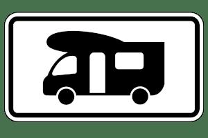Das Zusatzzeichen 1010-67 ist hilfreich, wenn Sie Ihr Wohnmobil parken möchten. Auf eigenem Grundstück ist dies sowieso erlaubt.