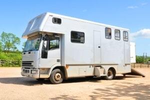 Wohnmobil über 3,5 Tonnen: Der Führerschein der Klasse C1 ist mindestens notwendig.