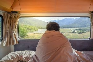 Im Wohnmobil ist das Übernachten im öffentlichen Straßenland nur einmalig erlaubt.