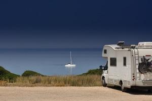 Kam es mit dem Wohnmobil zu einem Unfall, ist die friedliche Urlaubsstimmung schnell dahin.