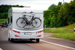 Bei den meisten Wohnmobilvermietungen können Sie Extra-Ausstattung wie einen Fahrradträger dazu buchen.
