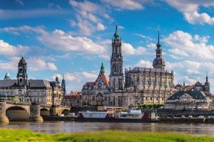 Wie finde ich heraus, ob mein Wunschkennzeichen in Dresden noch verfügbar ist?