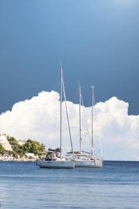Yachtversicherungen: Ein Vergleich der Regeln im Ausland kann vor Problemen schützen.