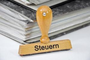 Die Zollwertanmeldung ist eine Art Steuererklärung. Es geht dabei um die Anmeldung der Angaben zum Zollwert.