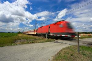 Kommt es zwischen Auto und Zug zum Unfall, gibt es fast immer Todesopfer.